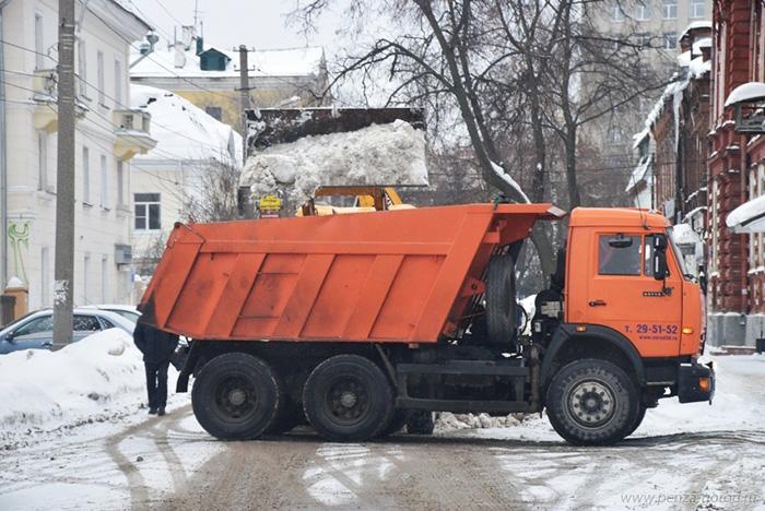 Заночь изПензы вывезли 4800 кубометров снега