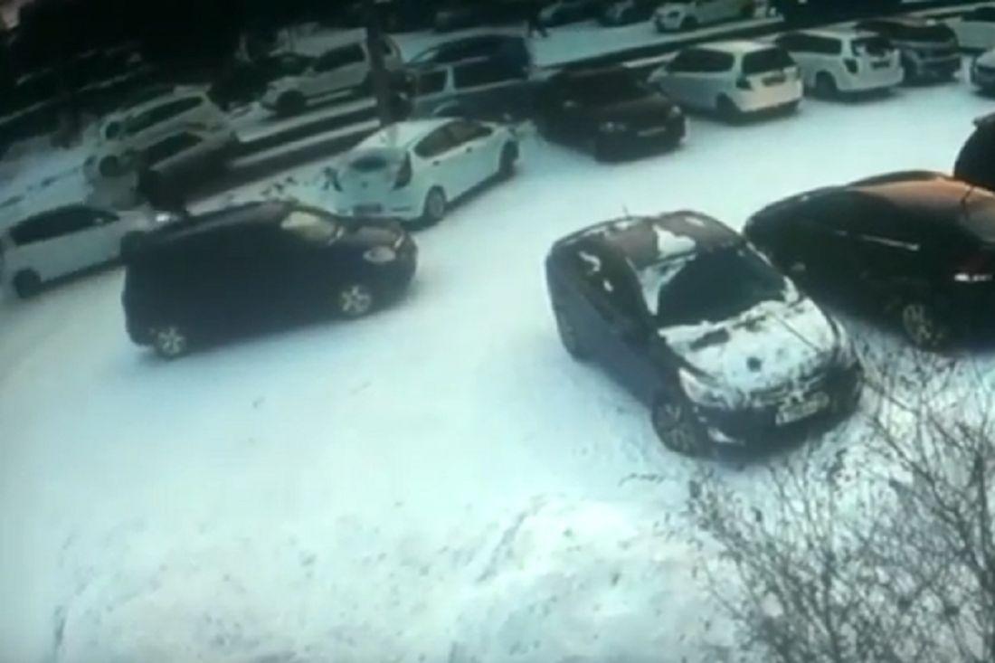 ВБлаговещенске иностранная машина натротуаре строго сбила женщину-пешехода