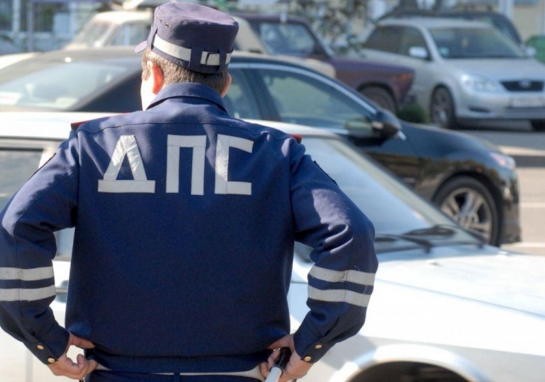Водитель, укусивший инспектора ДПС, проведет полтора года вколонии