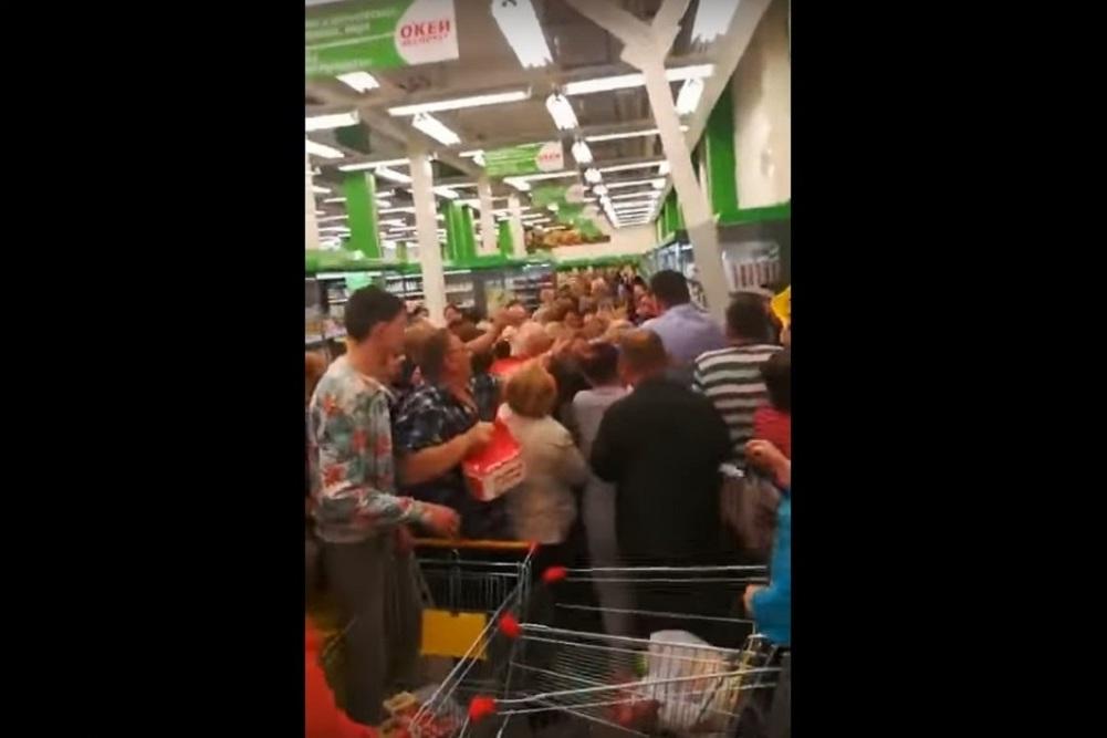 Давка из-за недорогого сахара вмагазине Екатеринбурга угодила навидео