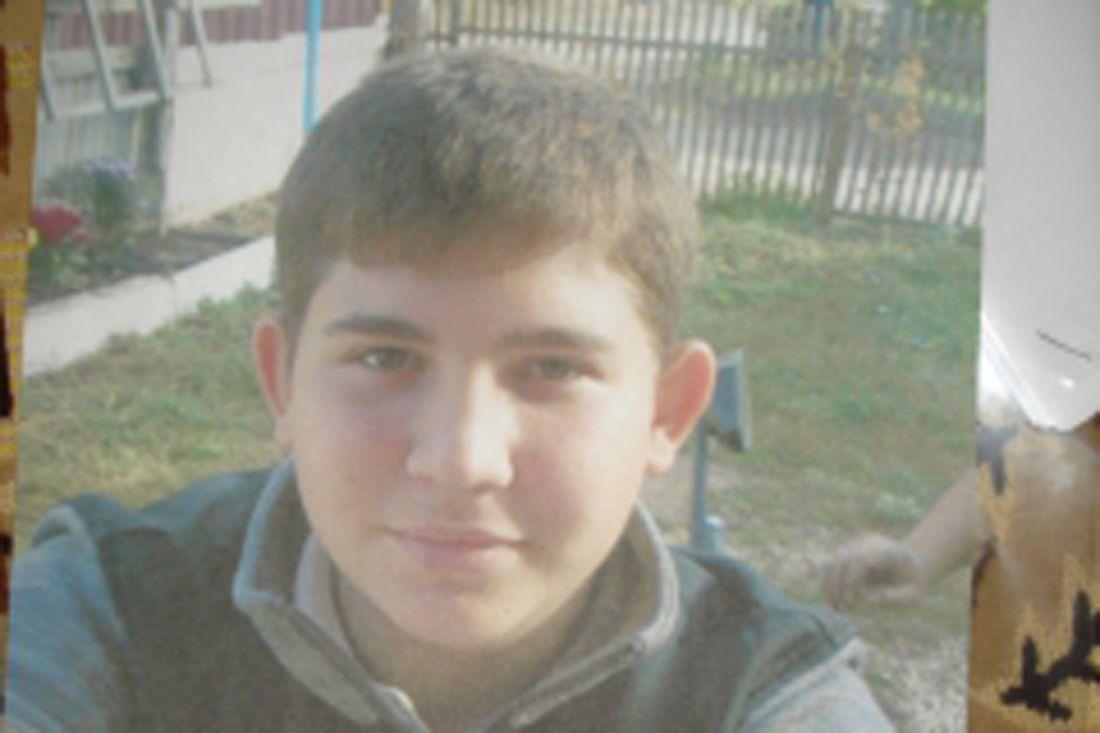 Следователи просят посодействовать впоиске пропавшего 18-летнего юного человека