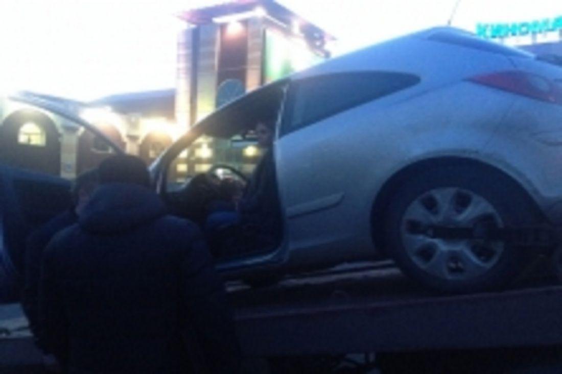 Узвезды «Дома-2» арестовали автомобиль