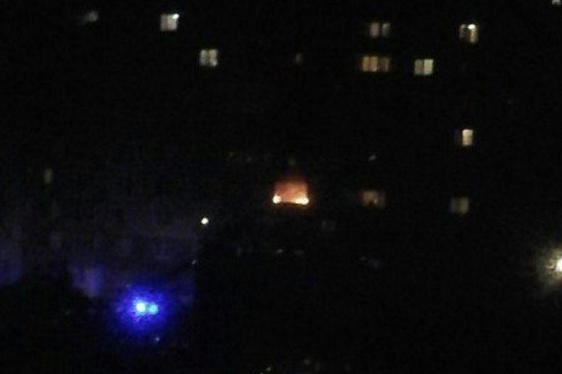Наулице Ладожской припаркованные водворе машины мешали тушить пожар