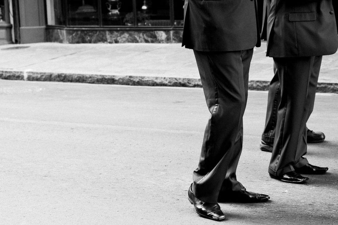 Мужчины встрогих костюмах обчистили квартиру пензенской пенсионерки