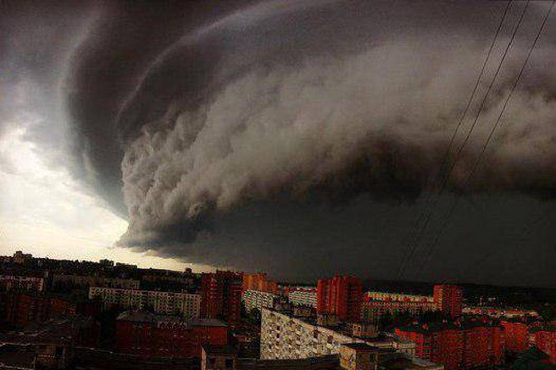 Ураганный апокалипсис в российской столице: падение башенного крана сняли навидео
