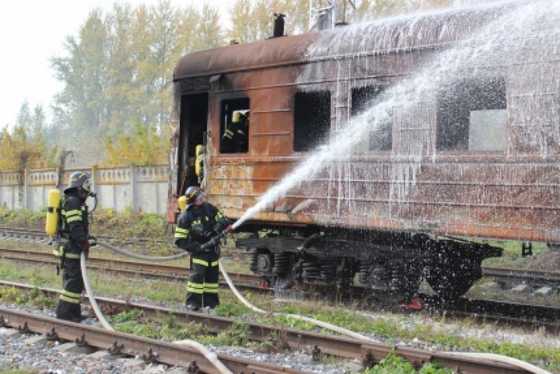 Работники МЧС устранили «пожар» впассажирском поезде настанции «Пенза-4»