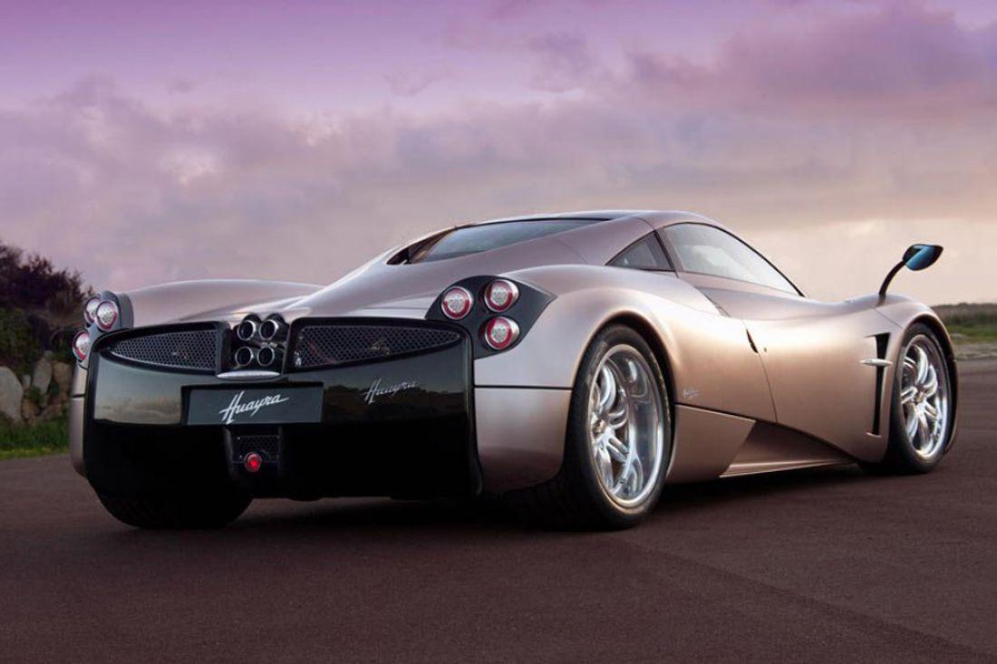 Pagani Automobili выпустила новый спортивный автомобиль