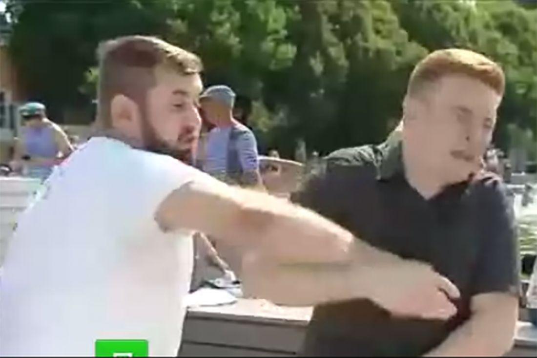 Тележурналист впрямом эфире получил полицу наДне ВДВ