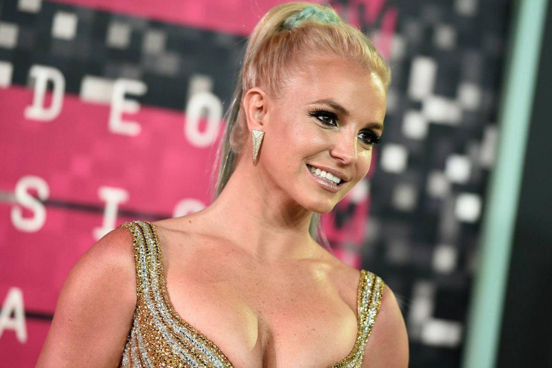 Бритни Спирс публично заявила о готовности заменить Брэду Питту Джоли