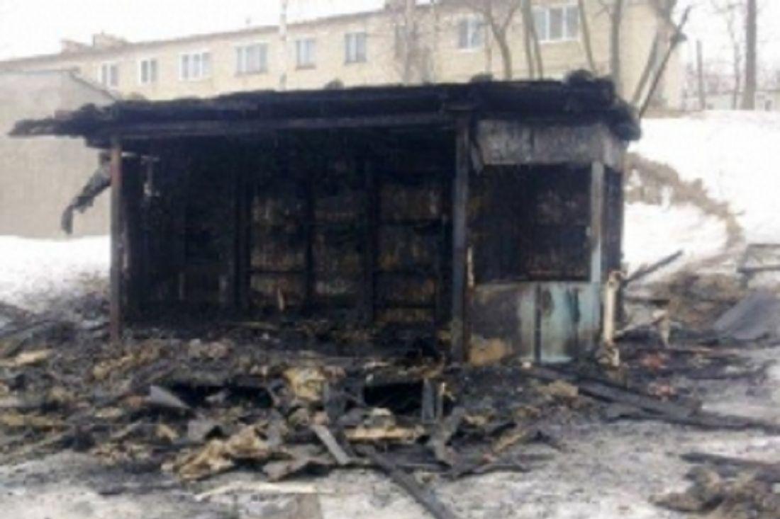 16 спасателей тушили несколько магазинов, загоревшихся наУшакова вПензе