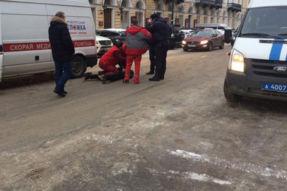 ВПетербурге вооружённый ножом шофёр напал на мед. работников «скорой»