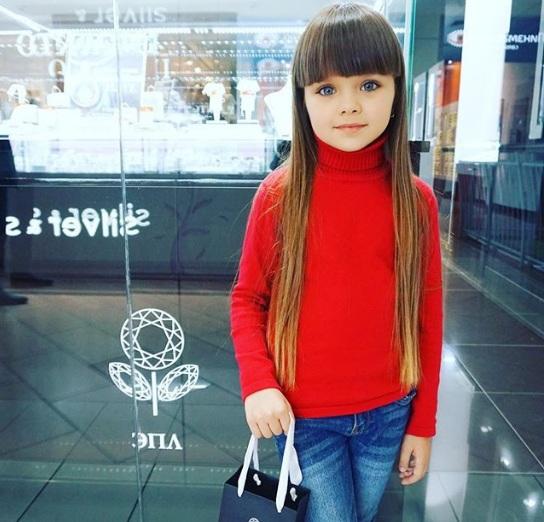 Самой красивой девочкой вмире стала шестилетняя жительница РФ