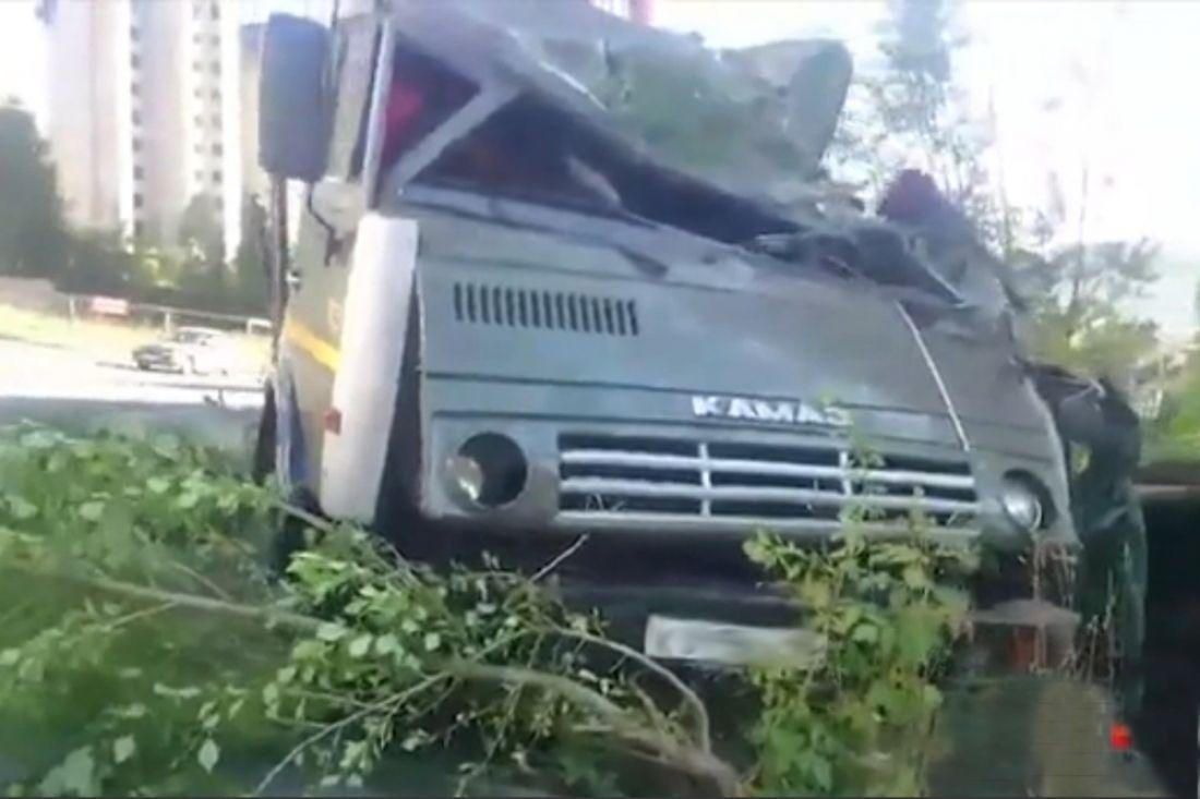 Шофёр фургона умер наместе после опрокидывания машины вкювет