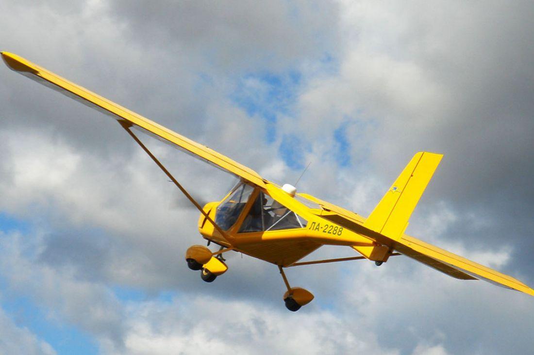 ВХМАО легкомоторный самолет совершил жесткую посадку