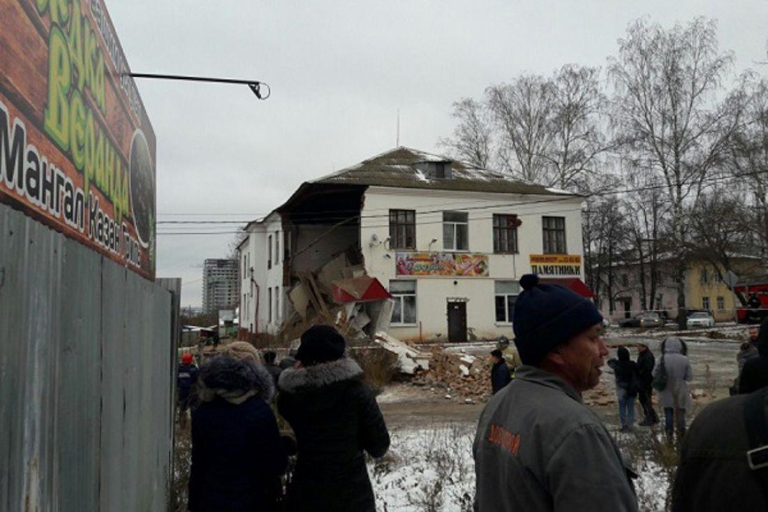 ВЧебоксарах при укреплении фундамента рухнула часть офисного здания