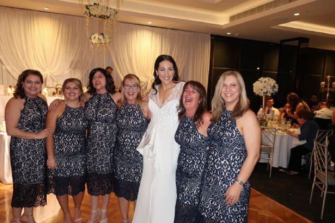 Шесть девушек случайно пришли навечеринку в идентичных платьях— Женский кошмар