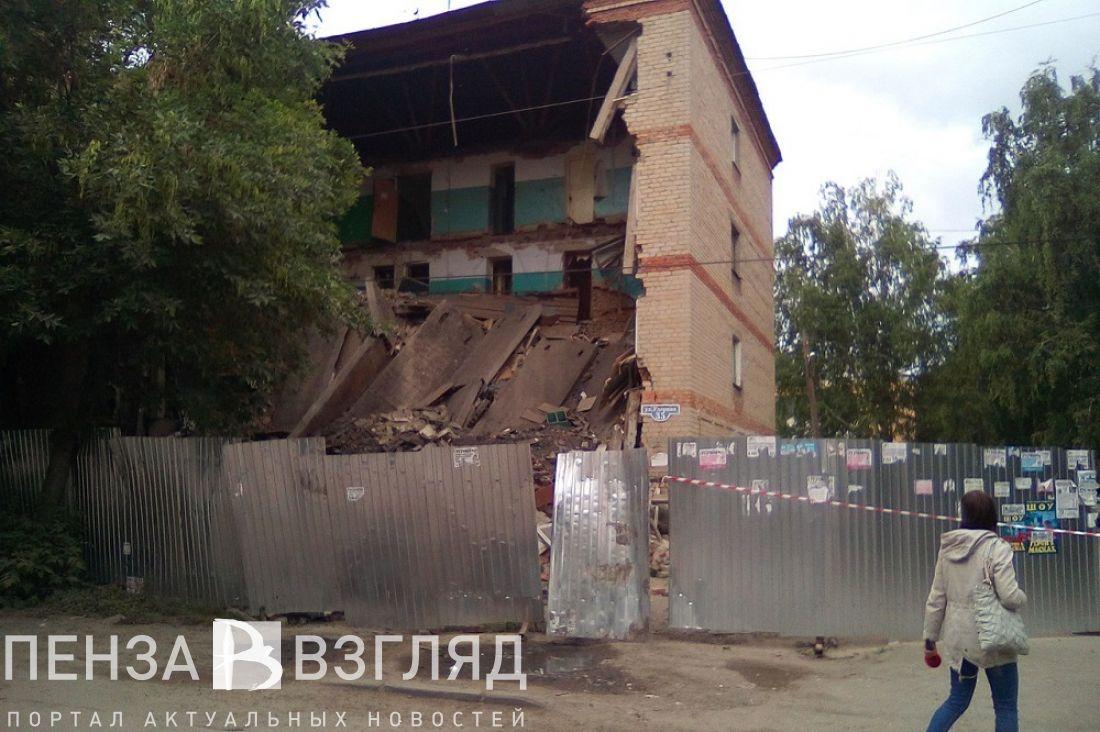 ВПензе обрушилась стена подъезда аварийного дома