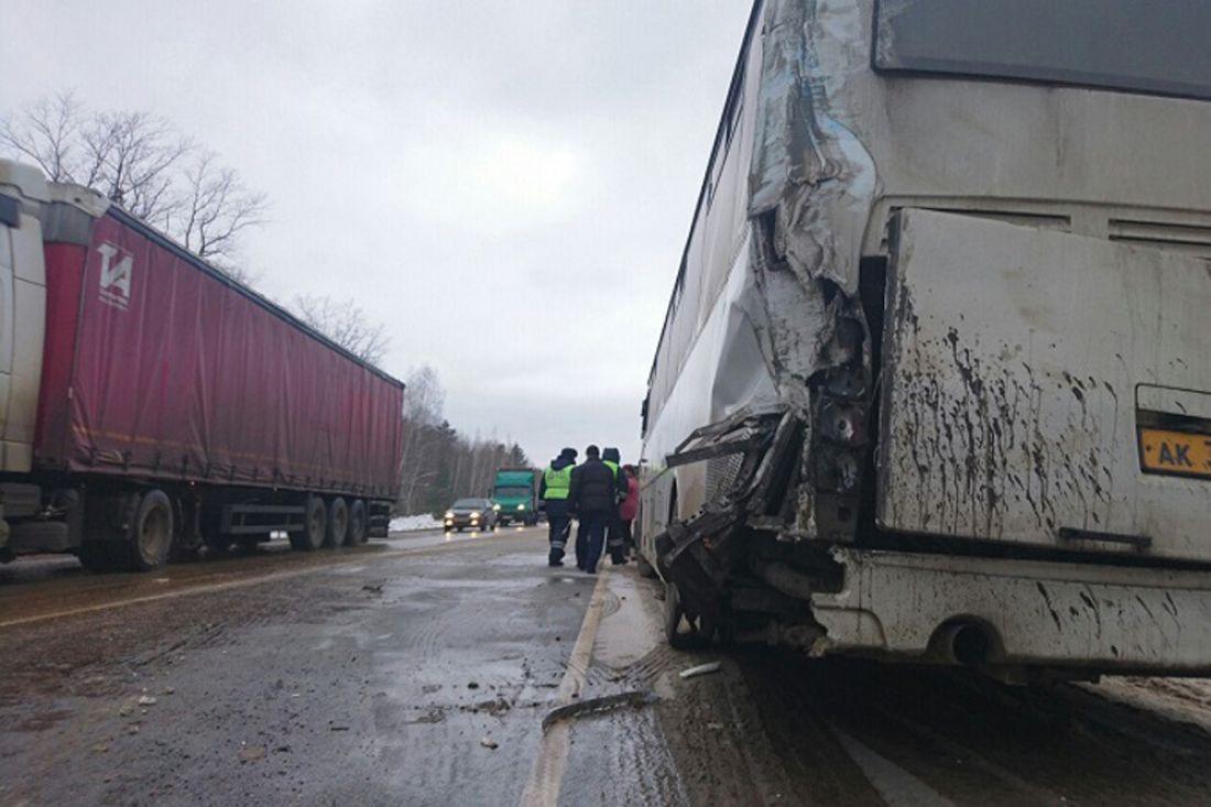 Из-за тройной трагедии натрассе Тамбов-Пенза сформировалась пробка внесколько километров