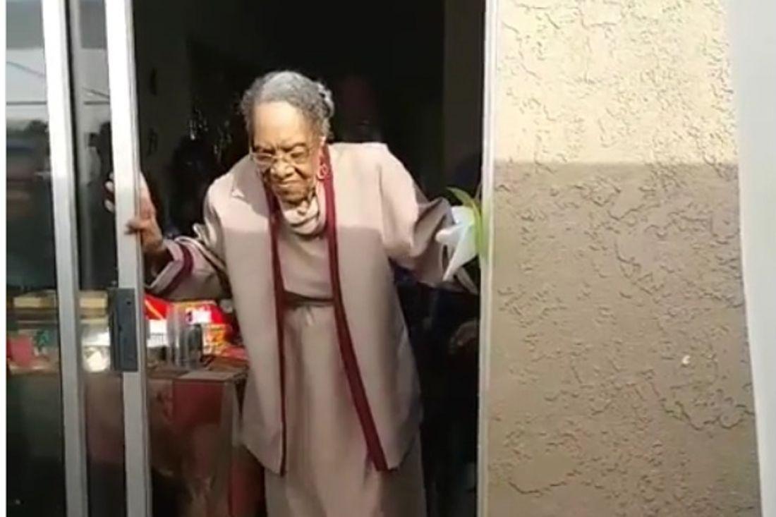 Бабушка исполнила эффектный танец на свой 100-й день рождения