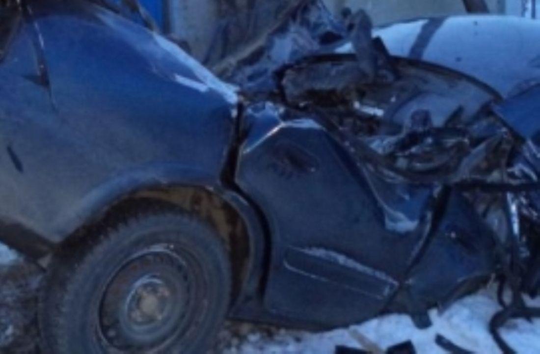 ВПензенской области автомобилист набольшой скорости влетел впрепятствие