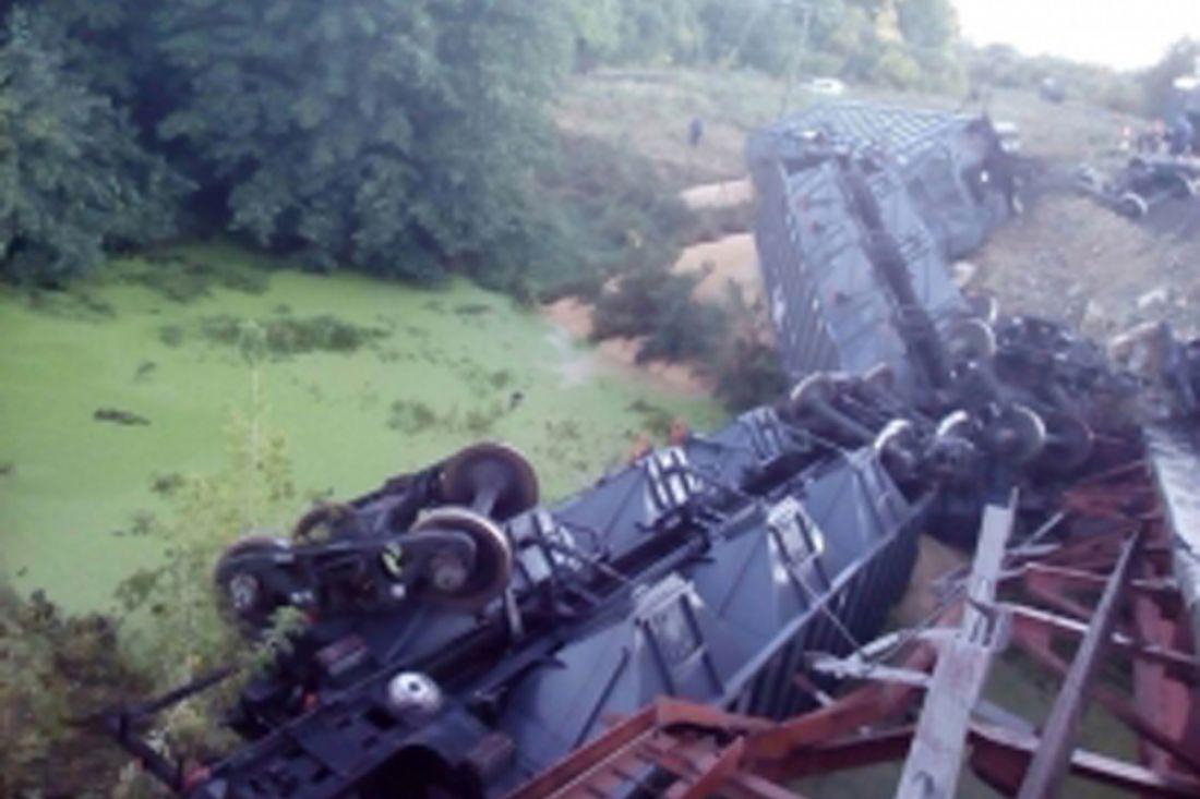 ВСаратовской области подняли сошедшие срельсов вагоны