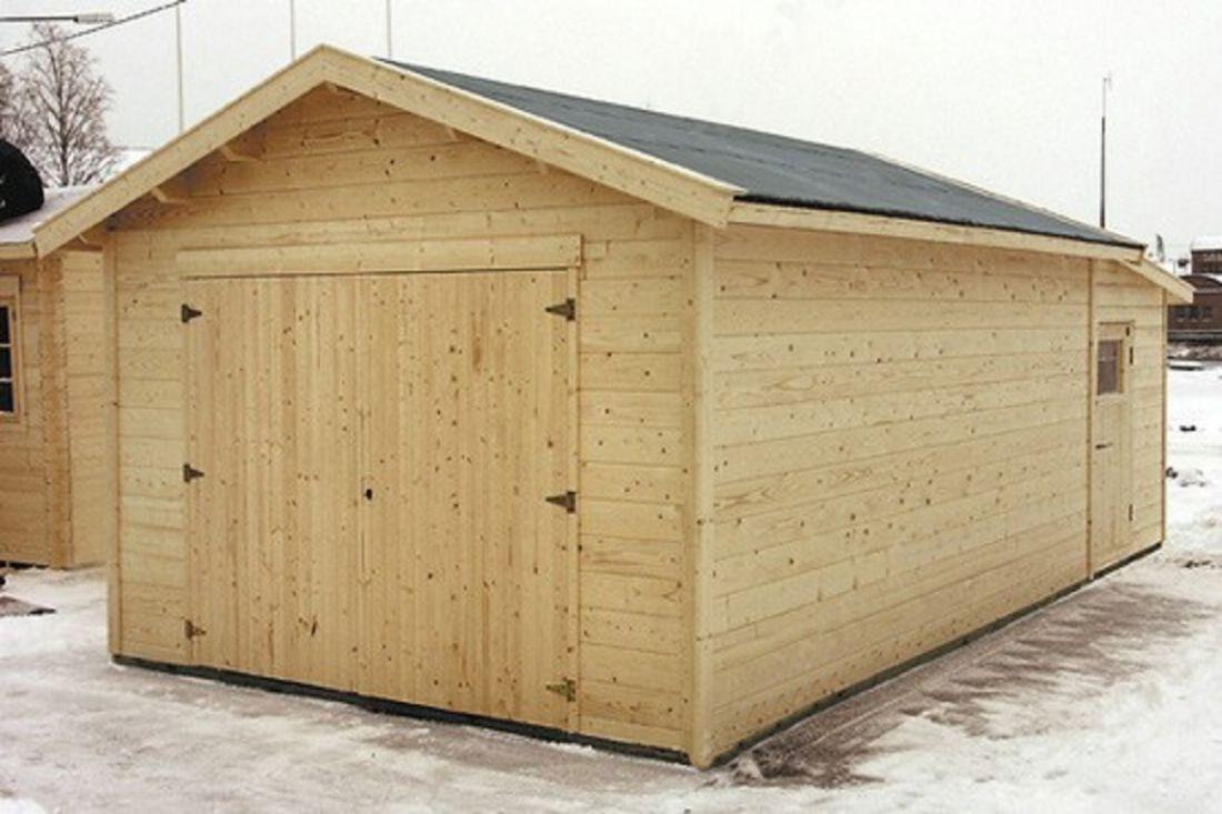Гараж деревянный на даче