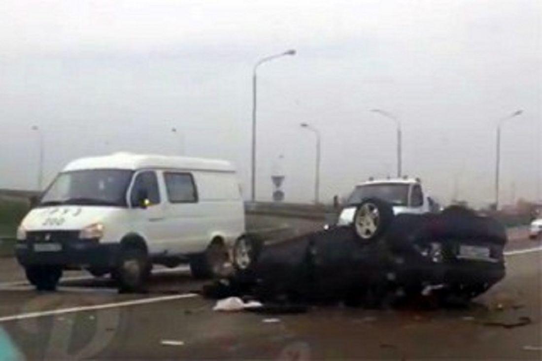 Натрассе М-4 «Дон» автомобиль «Лада» врезался вопору моста
