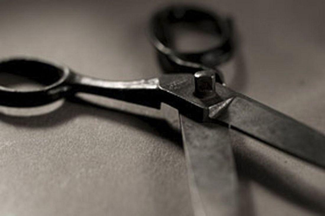 ВПензе сын пытался зарезать ножницами отца