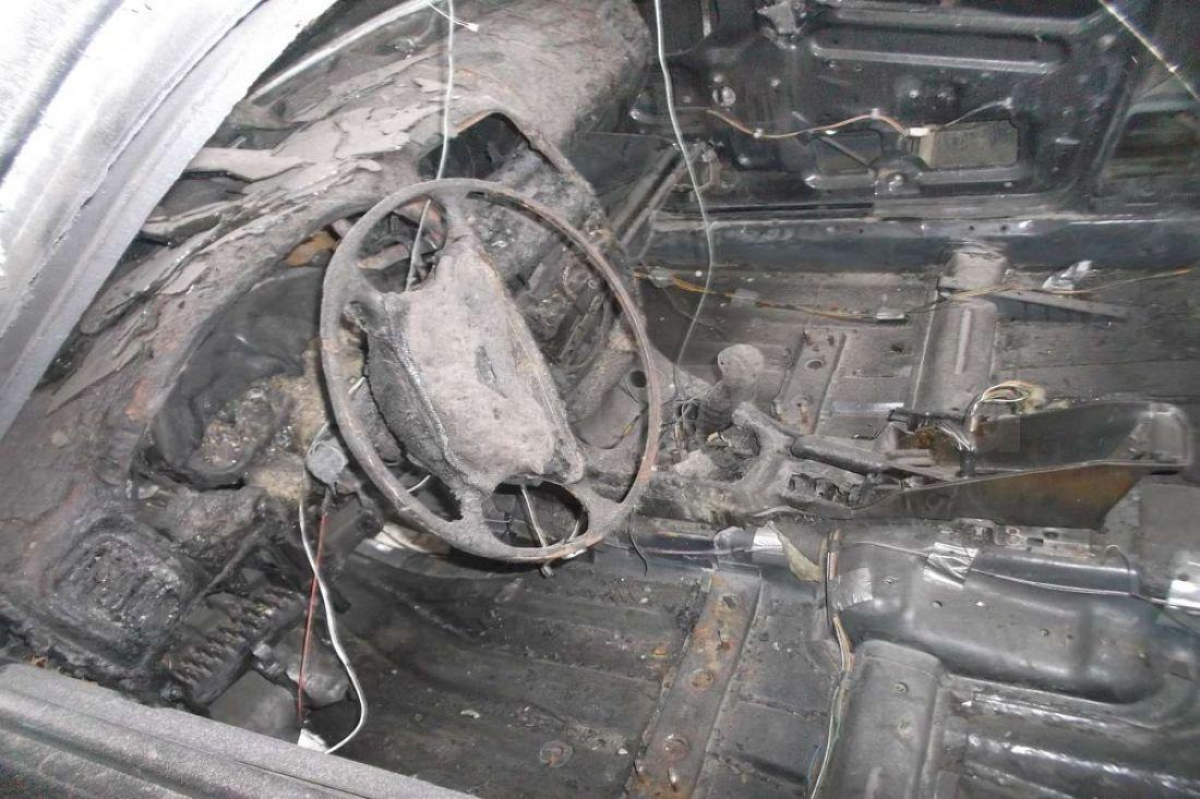 ВПензе напр.Строителей огонь уничтожил дорогую иномарку