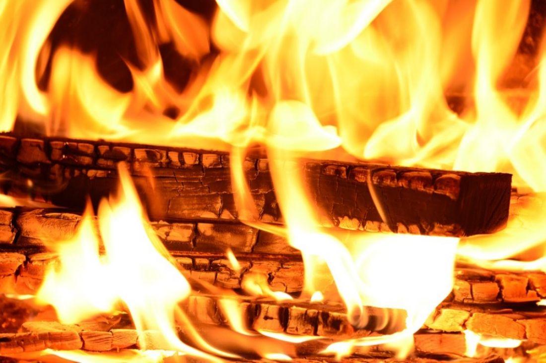 ВПензенской области ночью навсе 100% сгорел срубовый дом