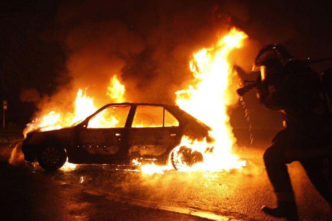 ВПензе наКарпинского ужилой многоэтажки сгорели две машины