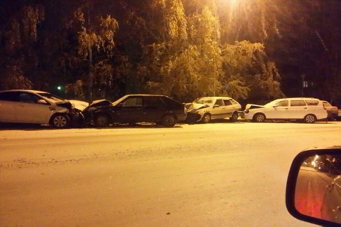 ВЗаречном Киа Rio снесла шесть авто