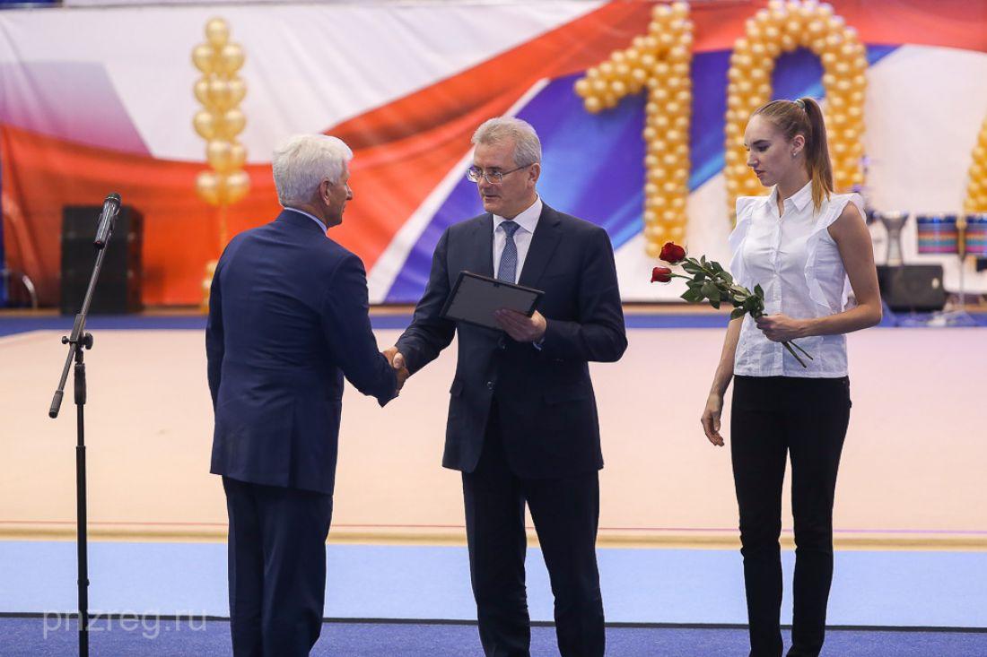 губернатор поздравил тренера с юбилеем красоточкам стоит терять