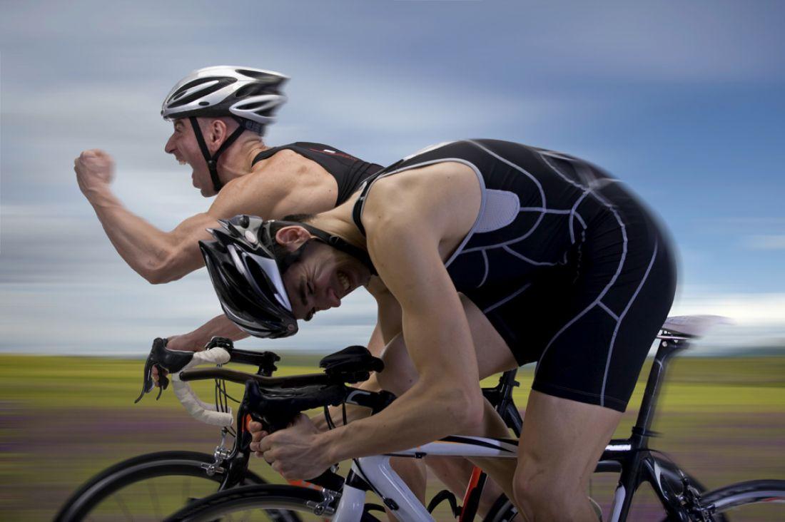 Велогонщик начал отмечать победу занесколько метров дофиниша ипроиграл