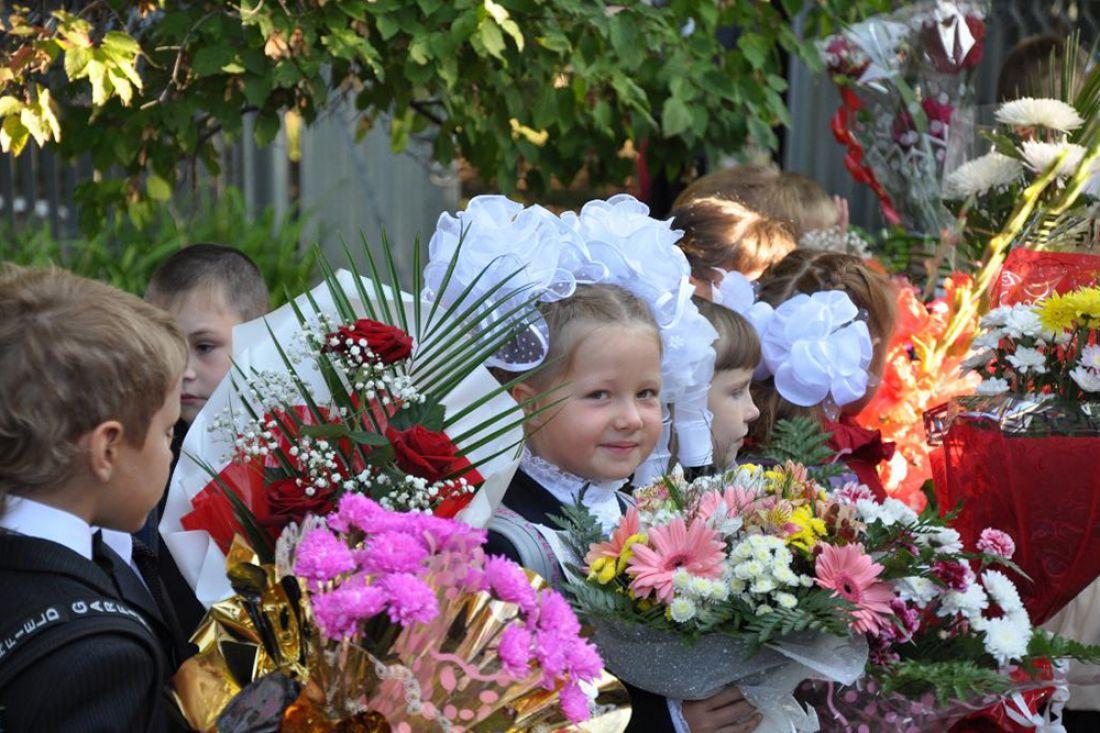 Букет к1сентября: сколько стоят цветы коДню знаний вСимферополе