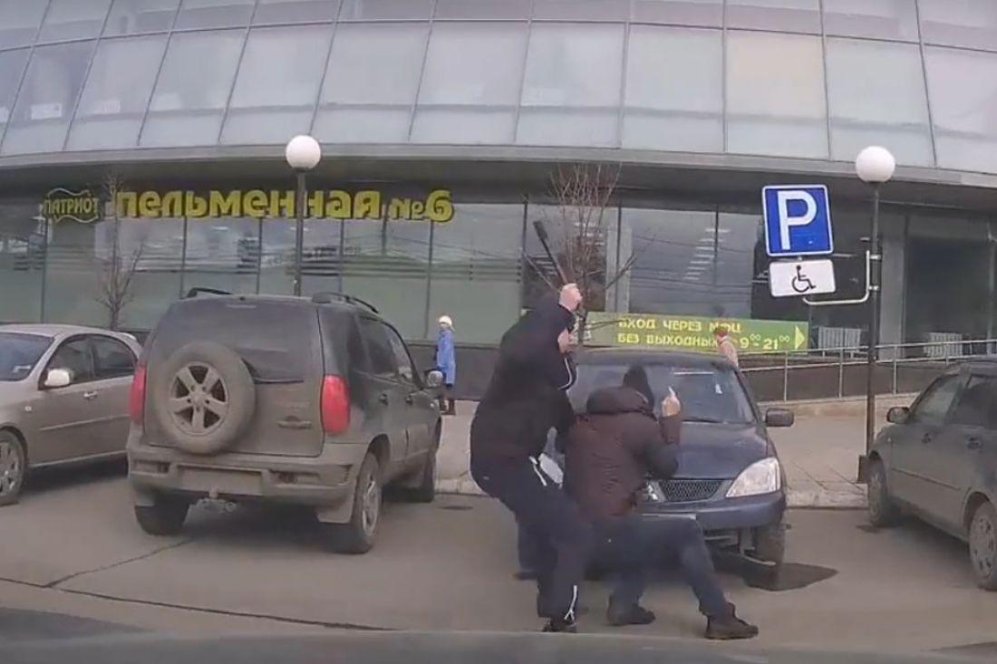 Разбойник подкараулил около МФЦ мужчину инапал нанего сэлектрошокером