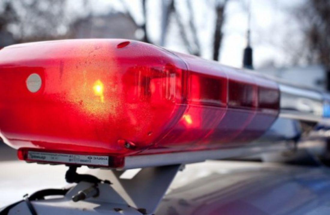 Мужчина сножом напал наювелирный магазин