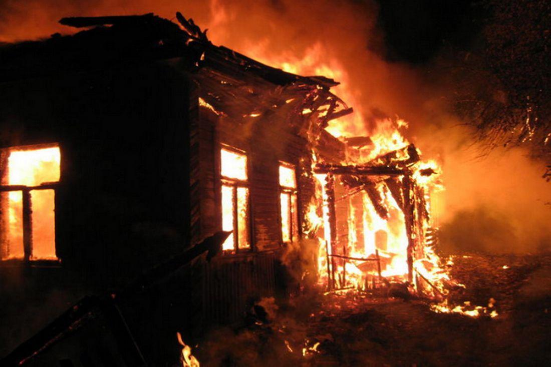 ВВазерках ночью сгорел дом, имеется пострадавший