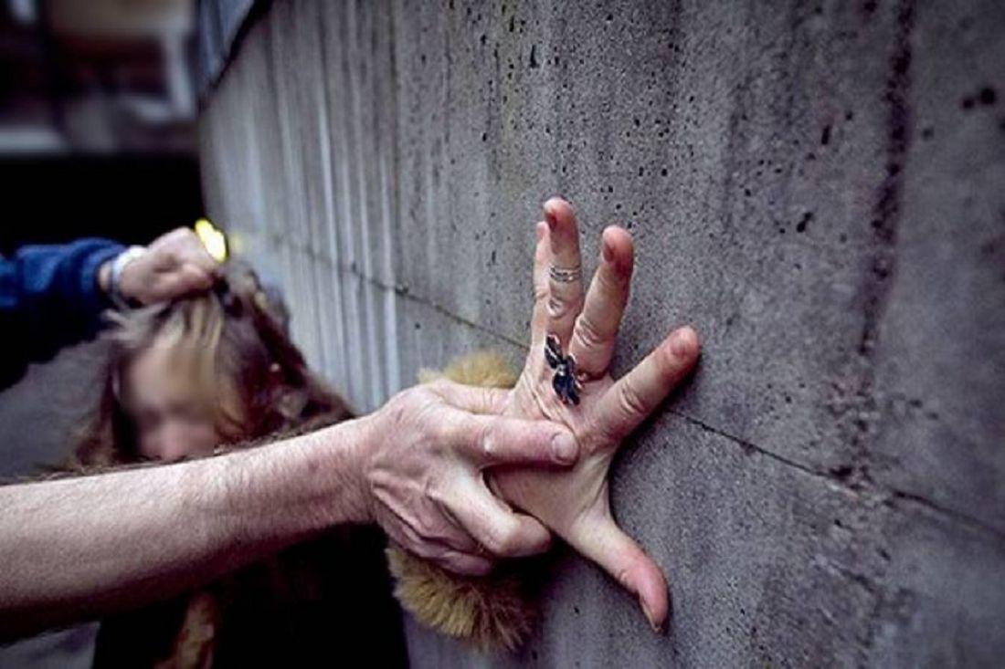 Трахнули в плену девушку 46