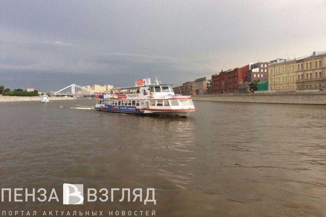 Cотрудники экстренных служб вытянули голого мужчину изМосквы-реки