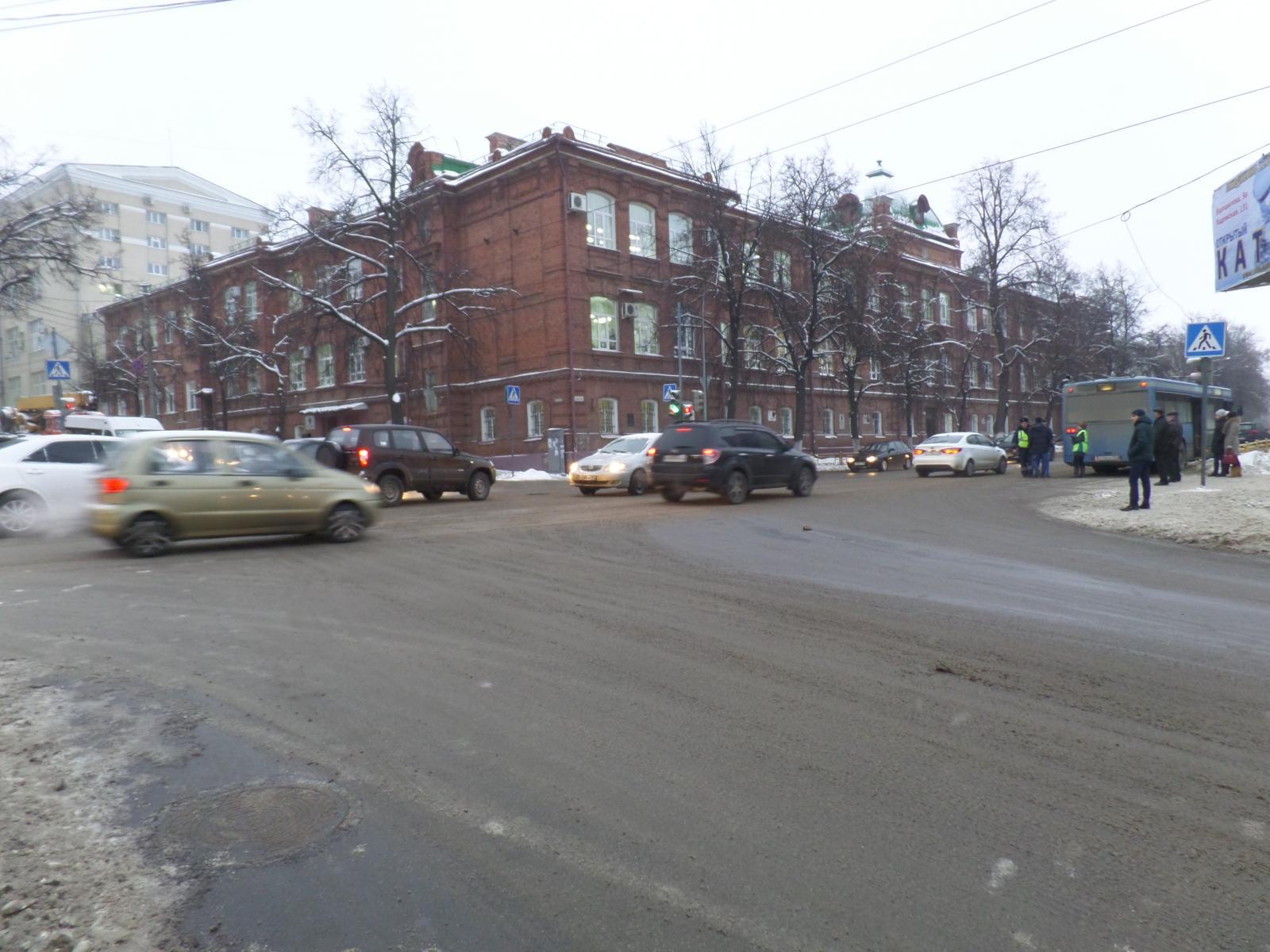 ВПензе автобус №66 врезался встолб