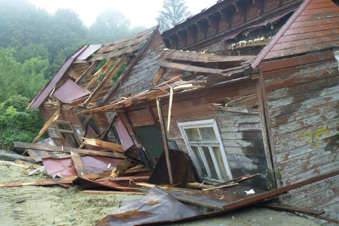 лондону, картинка разбитого дома втроем