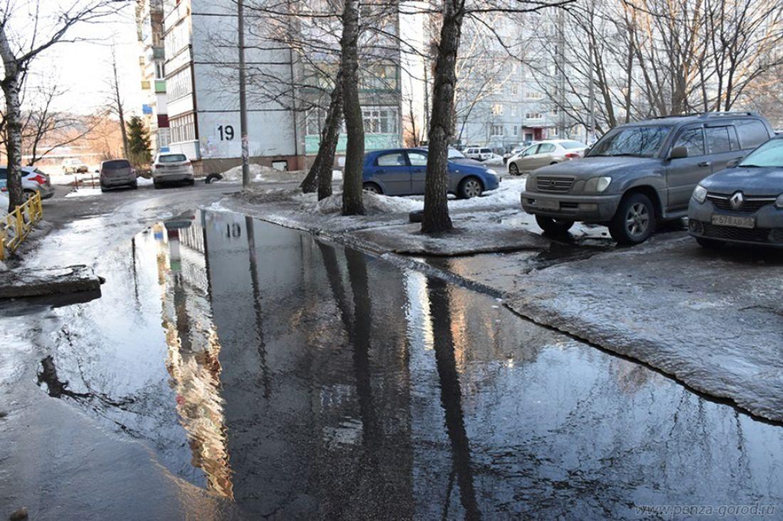 ВПензе из-за коммунальной трагедии затопило двор напроспекте Строителей