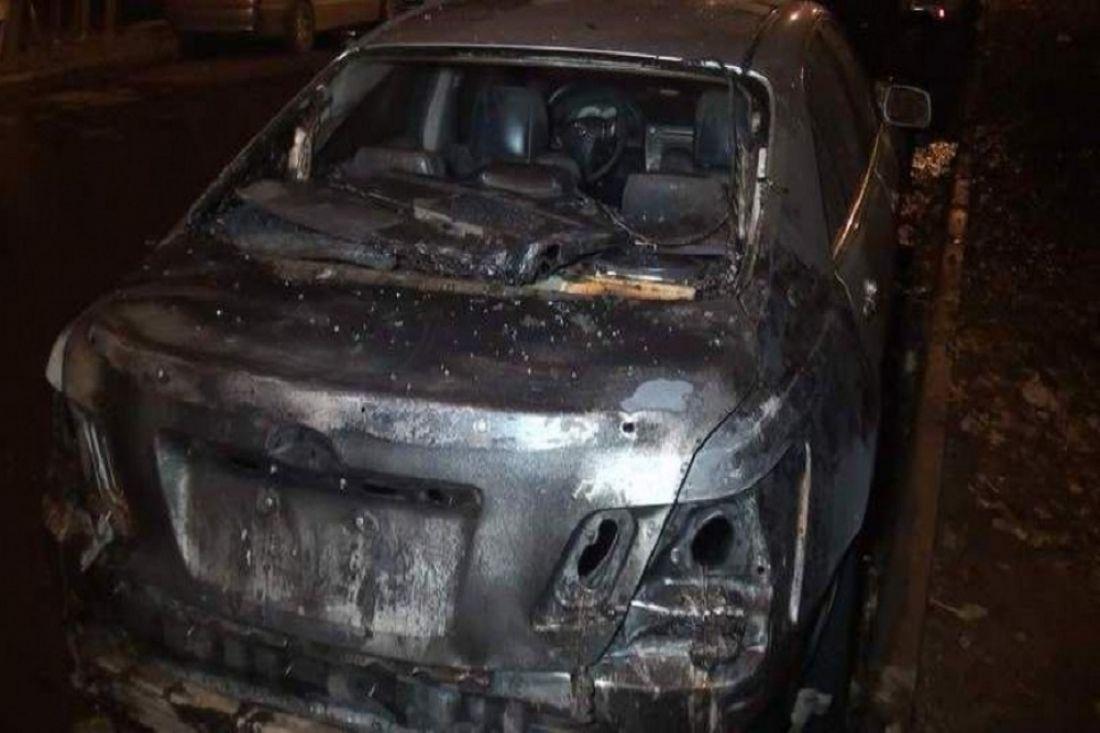 Поулице Бекешской вПензе сгорели Тоёта Camry иЛада Калина