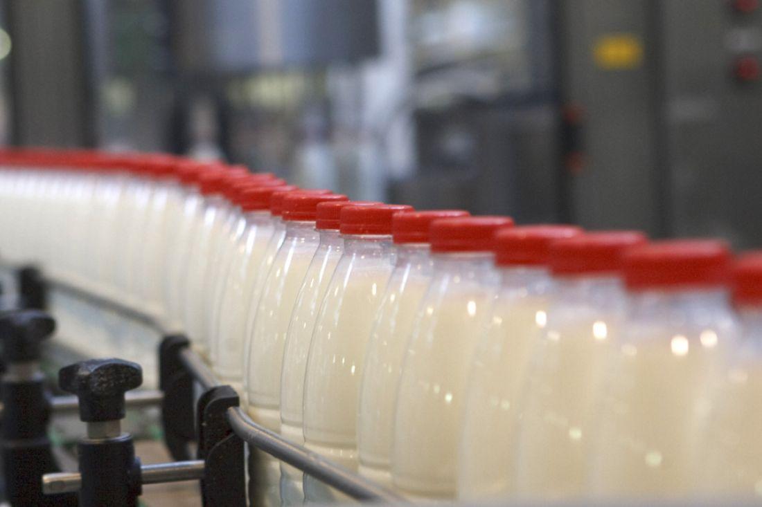 Производство молока сельхозорганизациями вРФ в 2016 году выросло на2,2%