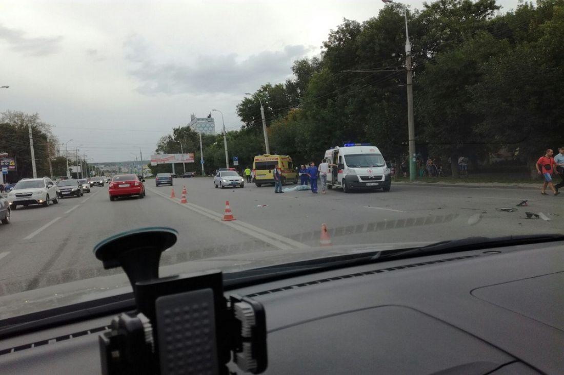 ВПензе наКарпинского мотоциклист насмерть сбил женщину