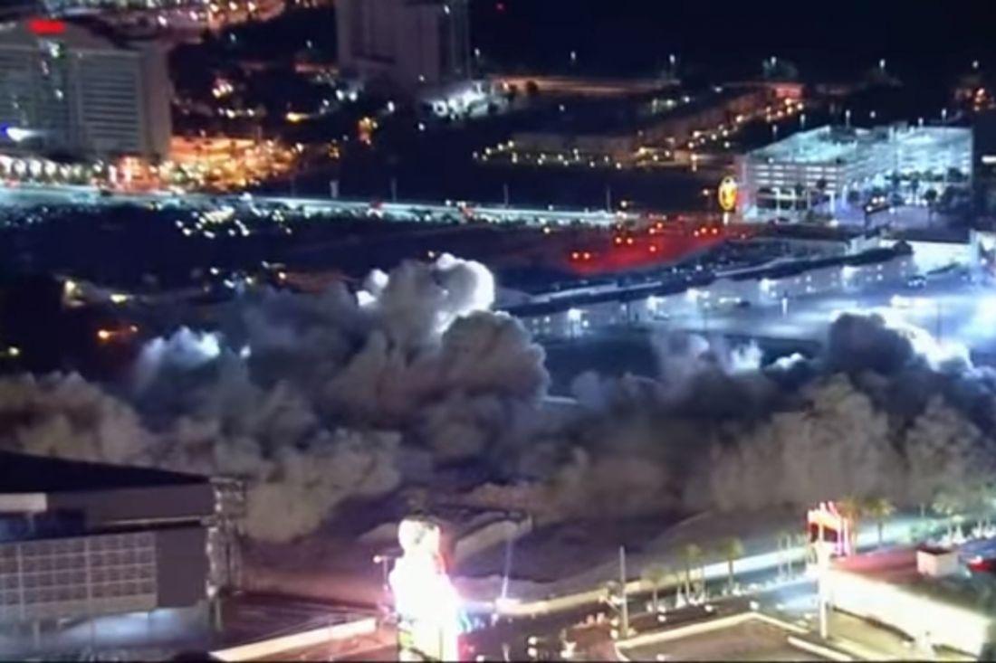 Крупнейшее казино Лас-Вегаса разрушили контролируемым взрывом