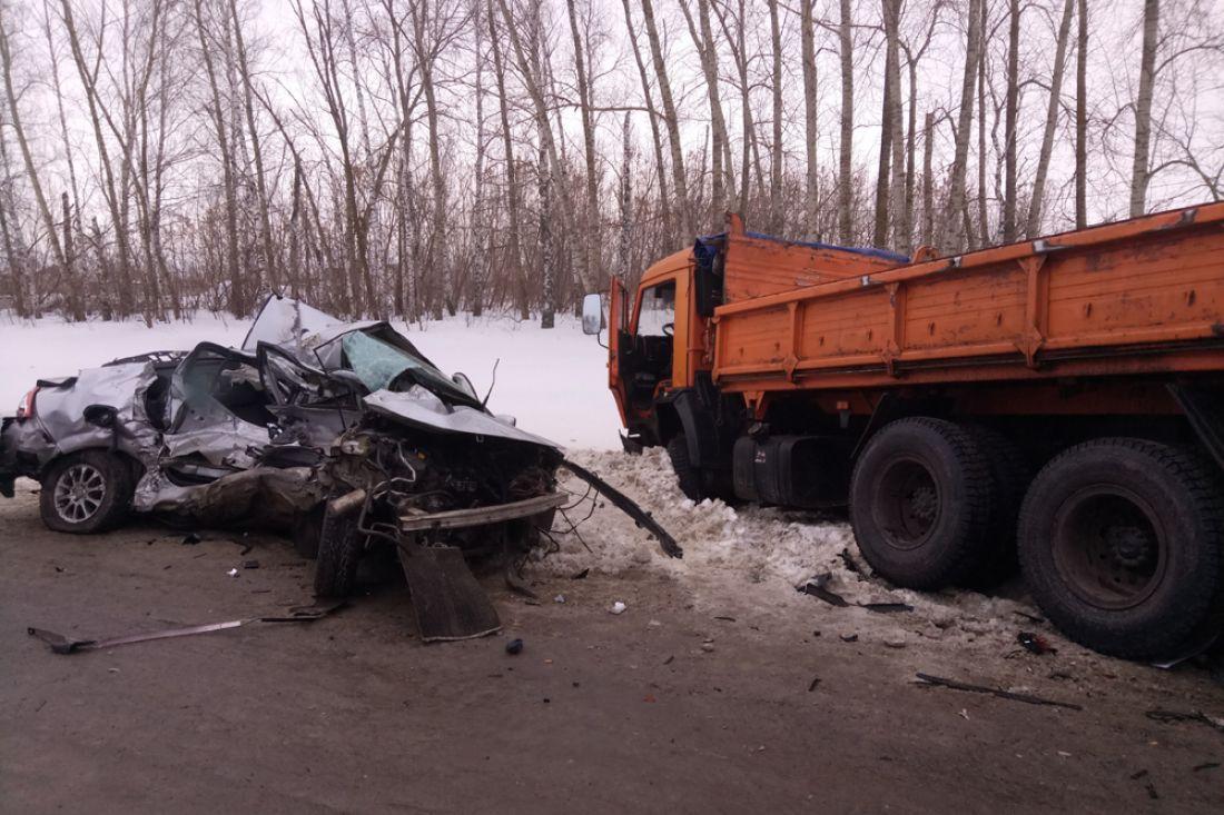 ВПензенской области столкнулись «легковушка» и грузовой автомобиль. Погибли три человека