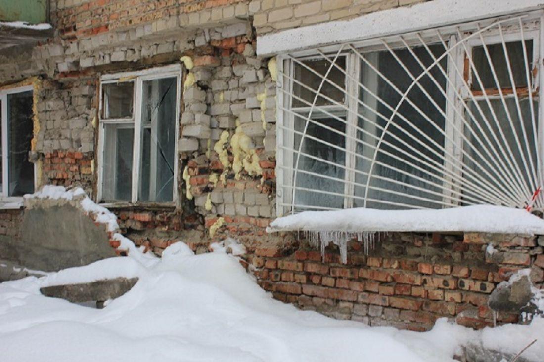 Граждане аварийного дома наУдарной получают воду «извне»