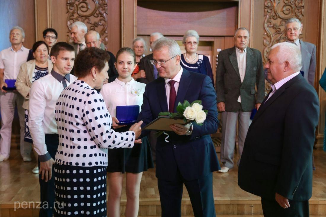 ВПензе залюбовь иверность наградили 70 брачных пар